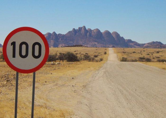 100 lasissa Namibiassa Full speed in Namibia