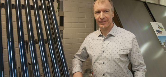 Intia herätti Juhani Kanervassa uinuneen ympäristöinsinöörin. Nyt Kanervan yritys suunnittelee ja toteuttaa aurinkovoimaloita ympäri maailmaa.