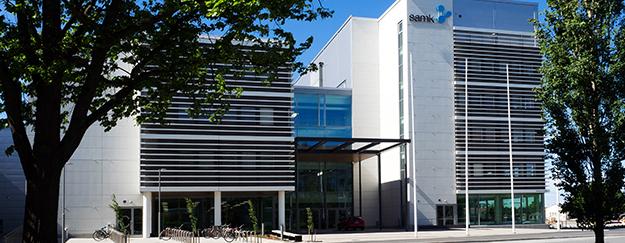 SAMK-kampus Porin rakennus ulkoa kesällä.