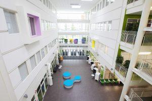 SAMK-kampus Porin aula, atrium.