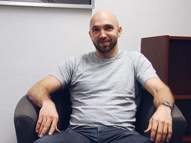 SAMKista tietotekniikan insinööriksi valmistunut Timo Katajamaki työpaikallaan.