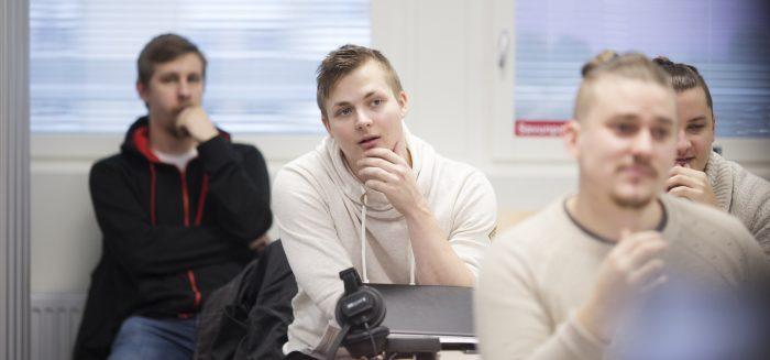 Opiskelijoita SAMK-kampus Porin luokassa.