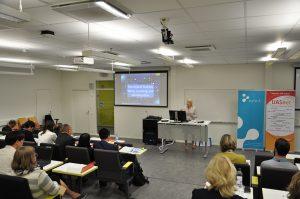 UASnet-tapahtuman luento käynnissä SAMKin auditoriossa.
