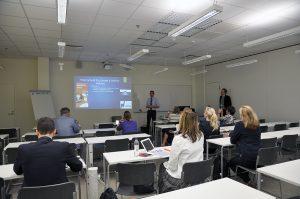 UASnet-tapahtuman luento käynnissä SAMKin luokassa.