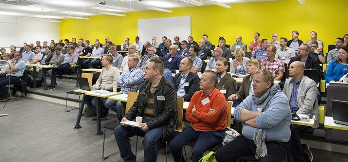Oivalluksia Robotiikasta Verkkoon -seminaarin osallistua Porin kampuksen auritoriossa.