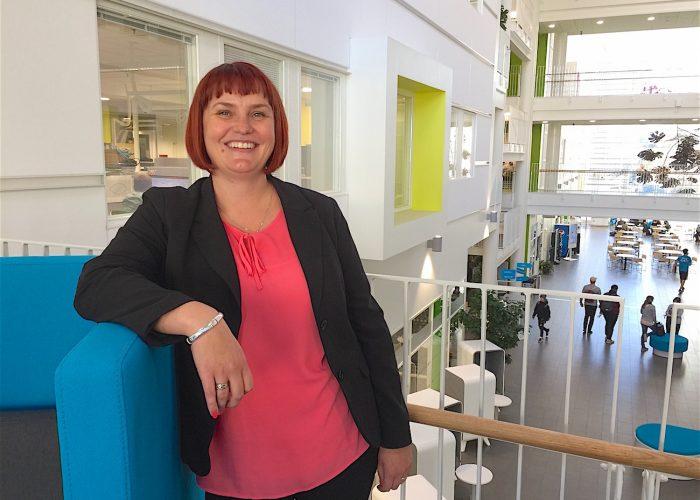 Leena Lammassaari on itse valmistunut SAMKista ja rekrytoi nyt SAMKin opiskelijoita harjoittelijoiksi ja opinnäytetöiden tekijäksi LähiTapiolaan.