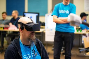 OpenSAMK-tapahtumassa vr-lasien testausta.