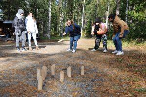 SAMK international students playing mölkky outside.
