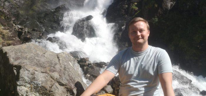 Ville Tervo Låtefossenin vesiputouksilla Norjassa.