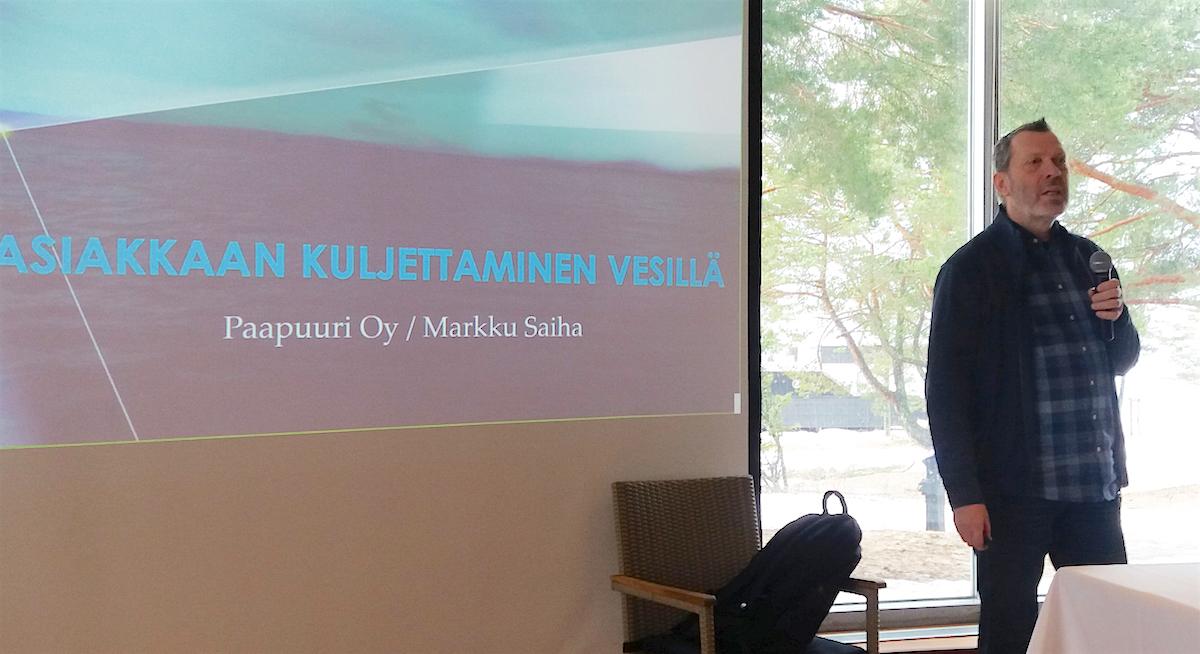 Yrittäjä Markku Saihan mukaan asiakkaiden kuljettamiseen vesillä liittyy useita eri säädöksiä.