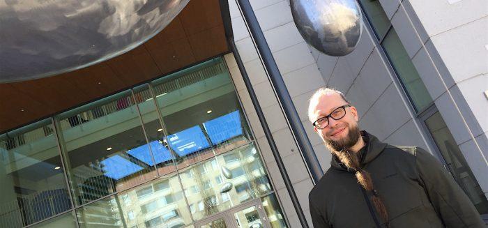 Lecturer Harri Ketamo in front of SAMK Campus Pori.