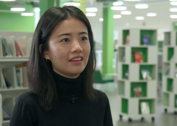 Vietnamese student in SAMK library.