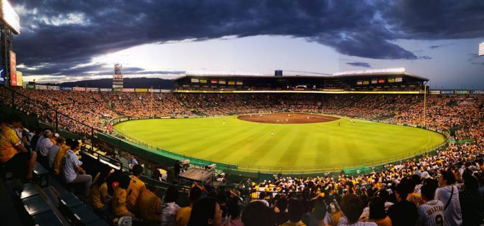 Kuva Hanshin Tigers vs. Yakult Swallows baseball-ottelusta.