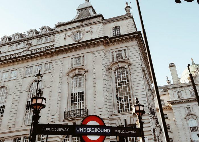 Kaupunkikuvaa Lontoosta