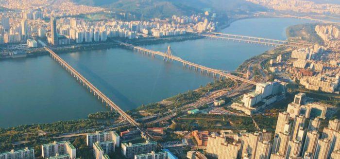 Kuva Lotte World Tower'ista Soulin yltä.