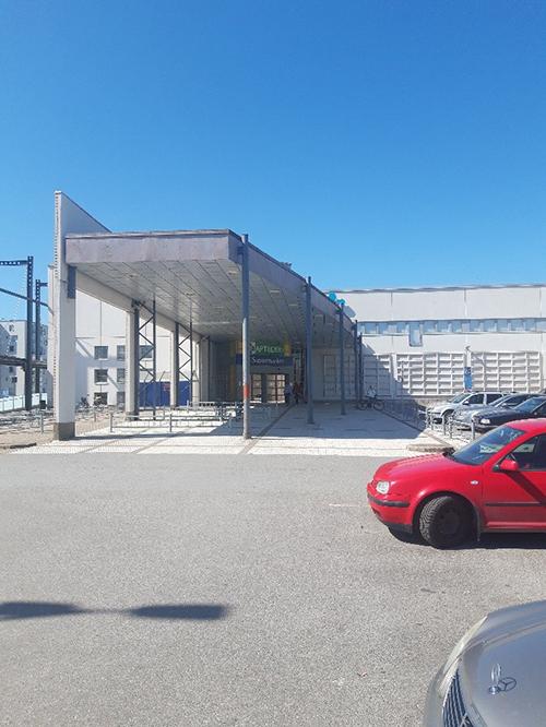 SAMK-kampus Porin C-osan sisäänkäynti