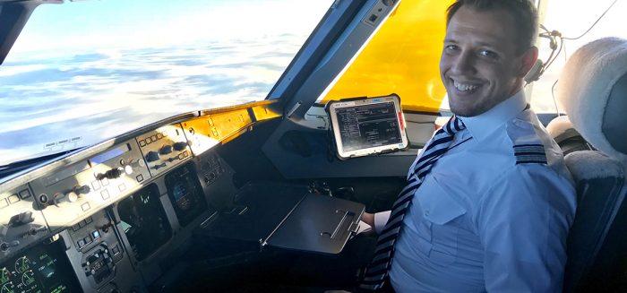 Opiskelija Oskar Forssell on ammatiltaan lentokapteeni/Student Oskar Forssell is a