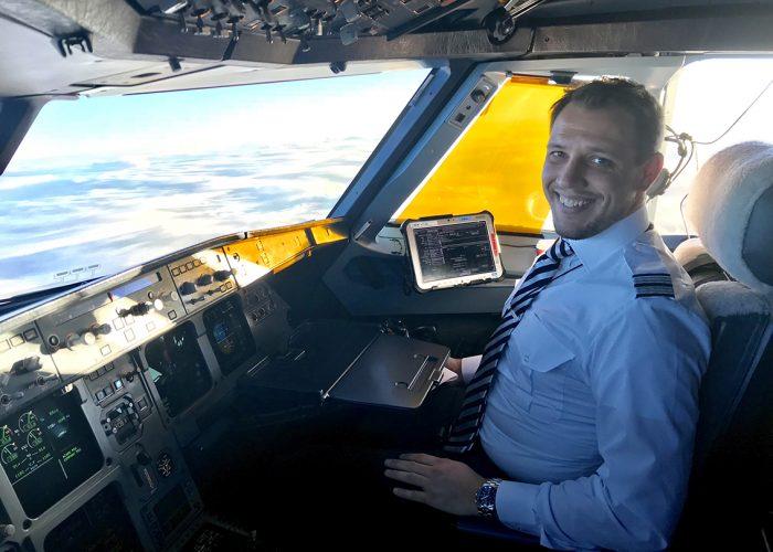 Opiskelija Oskar Forssell on ammatiltaan lentokapteeni/Student Oskar Forssell is a captain