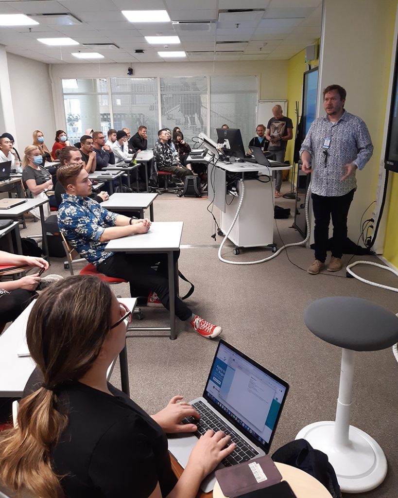 AI-koulutusohjelman opiskelijoiden ensimmäinen oppintunti/ The first lesson for AI students