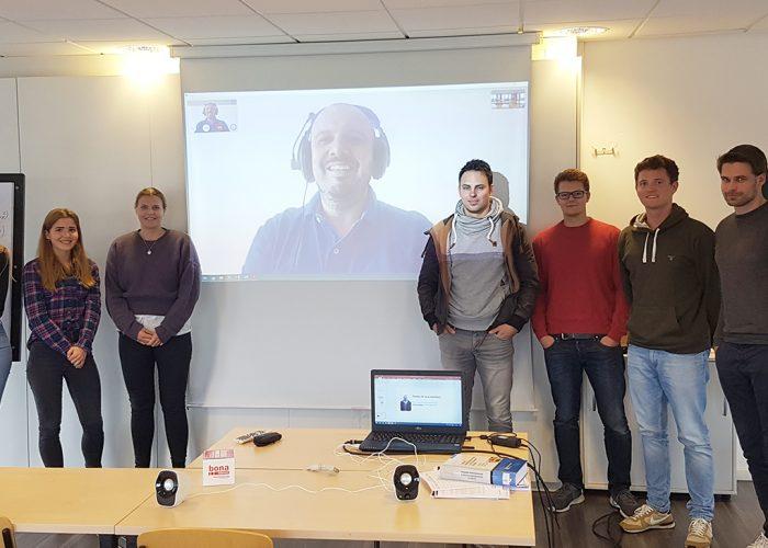 Saksassa toteutetun rakennustekniikan alan koulutuksen opiskelijoita luokkahuoneessa./German construction students in the classroom.