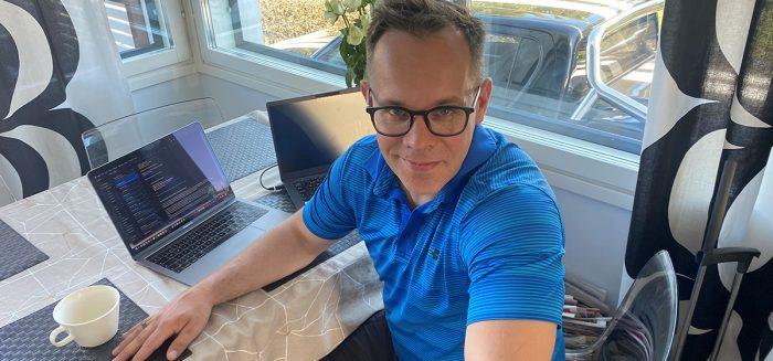 Heikki Haaparanta kotitoimistolla / Heikki Haaparanta at his home office