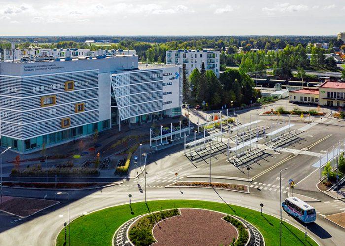 SAMKin Porin kampus ylhäältä päin kuvattuna./ SAMK Pori Campus seen from above.